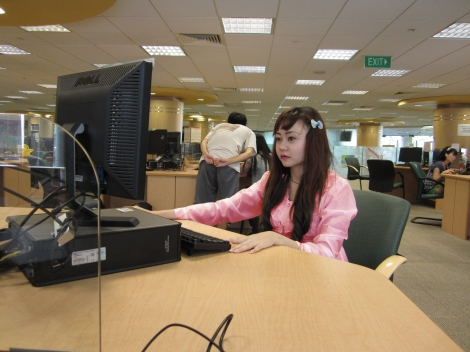 2011, belajar di NUS (National University of Singapore).
