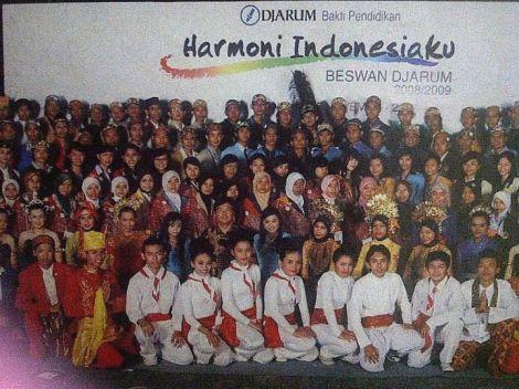 Pelantikan sebagai Beswan Djarum, 2008. Beswan Djarum adalah sebutan bagi para penerima beasiswa dari Djarum Bakti Pendidikan