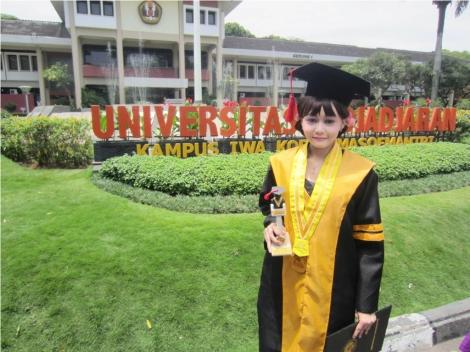 Saya merah gelar master saya di UNPAD (Universitas Padjajaran) di tahun 2012 dalam waktu 1 tahun 10 bulan.